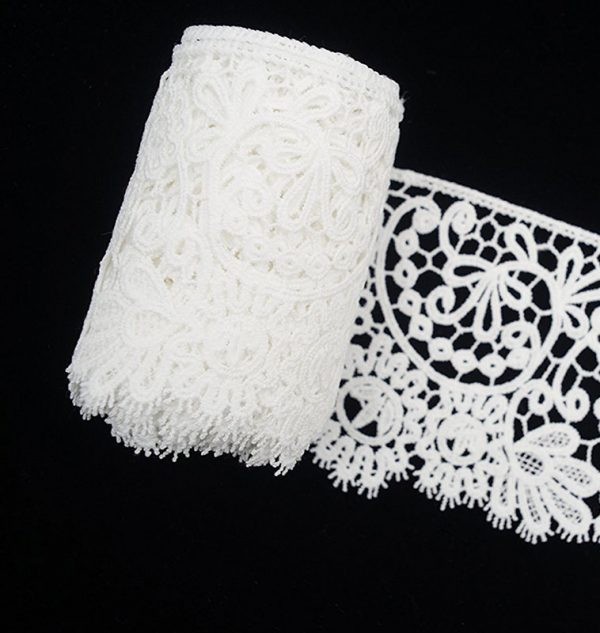 white-lace-trim-wide-bloom-floral